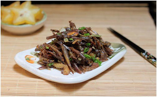 Braised Anchovy Fish with Star Fruit Recipe