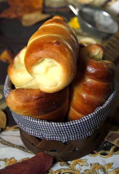Cone Bread with Custard Filling