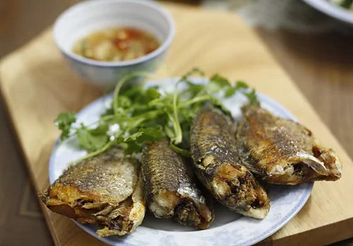 Crispy Tilapia Fish Recipe (Cá Rô Chiên Giòn)