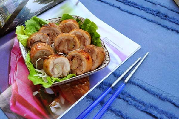 Grilled Rolled Chicken with Poireau Onion