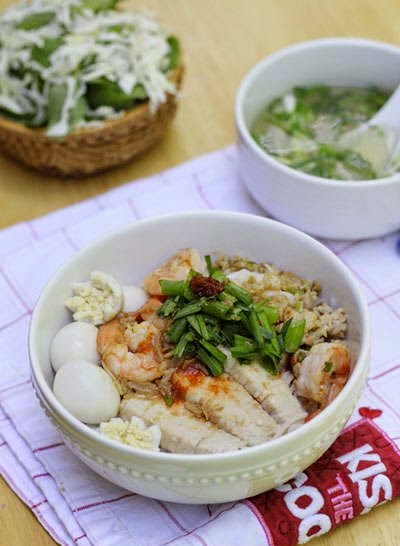Mixture Rice Noodle Soup with Seafood Recipe