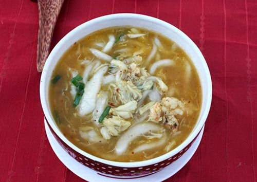 Rice Spaghetti Soup with Crab and Shrimp Recipe