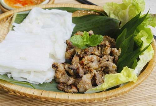 Steamed Rice Pancake with Grilled Pork
