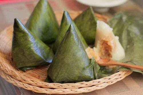 Steamed Sticky Rice Cake with Coconut Filling