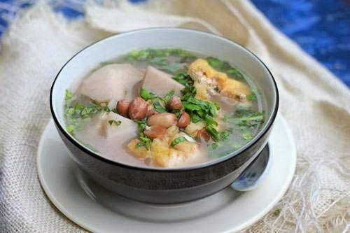 Vietnamese Taro Soup with Peanut and Tofu